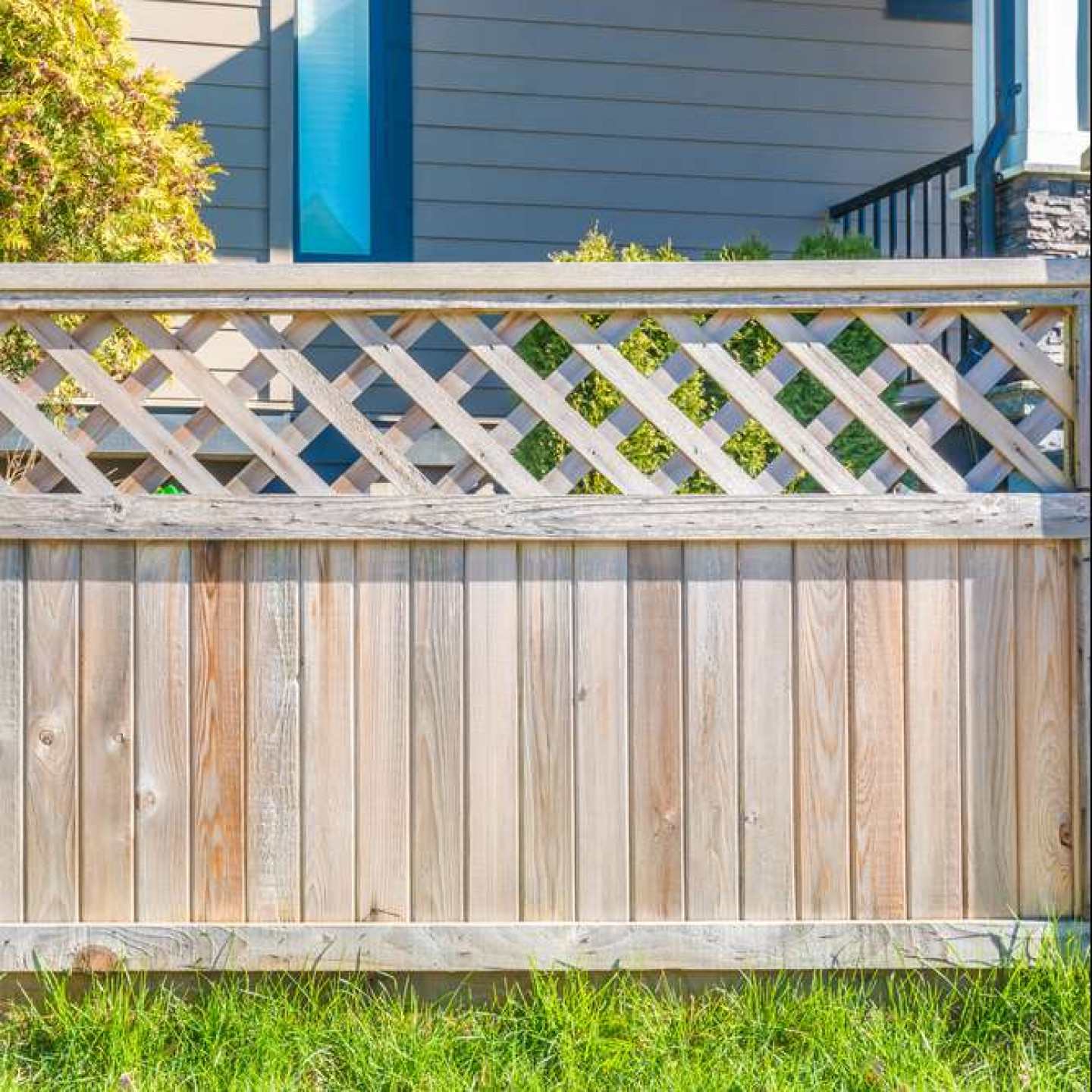 Surround Your Yard With Beautiful Fencing